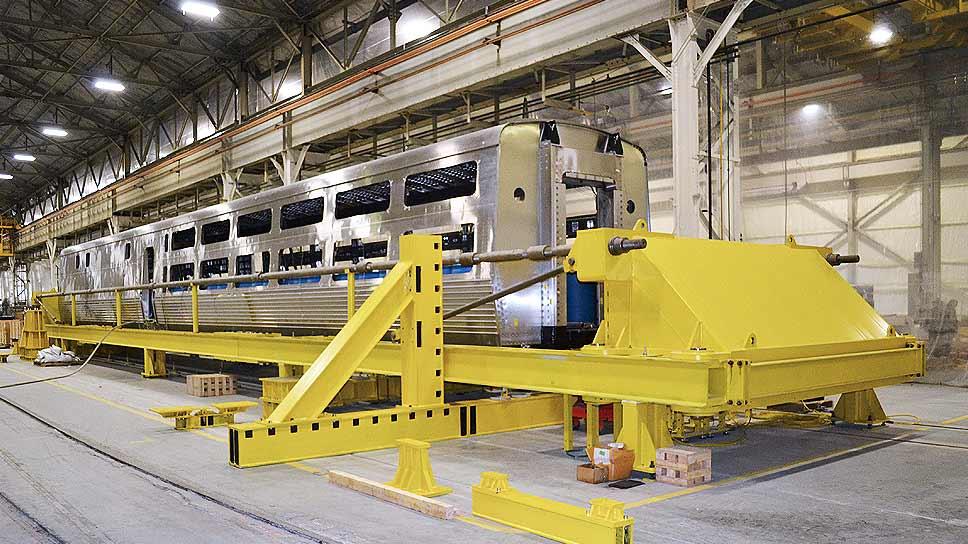 Compression test for Amtrak Viewliner II cars